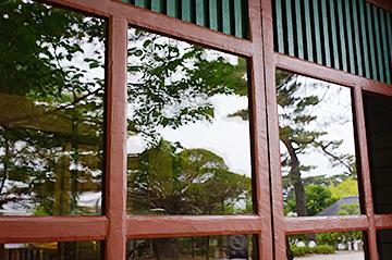 ↑開成館 ガラス3。